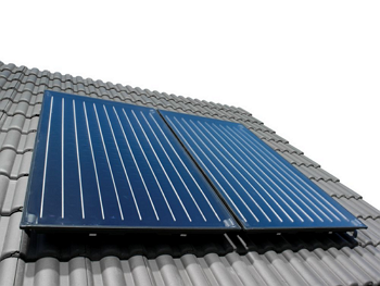 Flachkollektoren verbinden hohe Leistung mit enormer Flexibilität. So holen sie aus den Strahlen der Sonne das Maximum an nutzbarer Energie